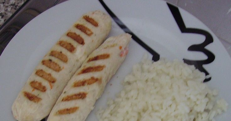INGREDIENTES:   - 300 gr de merluza sin piel ni espinas (u otro pescado)   - 2 palitos de surimi   - 1 huevo   - 1 rebanada de pan bimb...