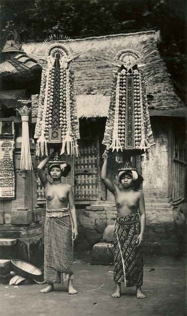 Bali female offering carriers