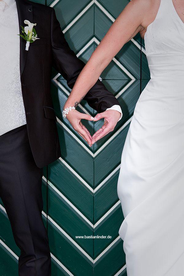 Brautpaar Herzhand; Mehr Hochzeitsfotos unter www.bastianlinder.de