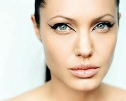 those 4 eyes again, intense, and seduce you in... (Adore Jolie)
