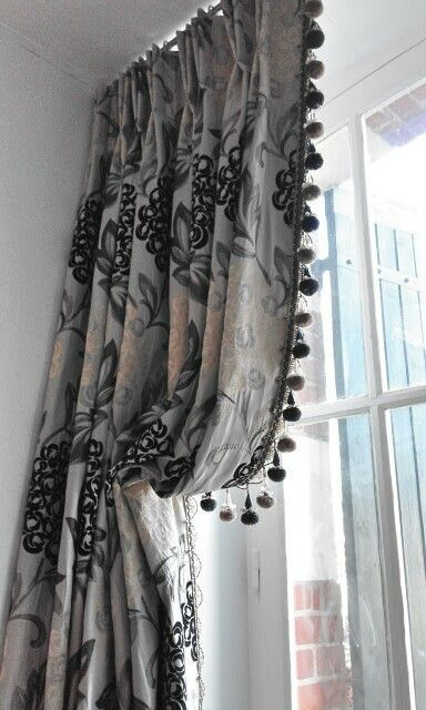 Italian strung curtains, optimum light for a sweet little balcony with French doors. So enjoyed making these:-)