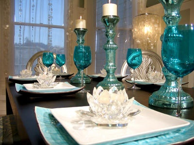 so fresh...: Dining Rooms, Tables Sets, Colors Splash, David Bromstad, Places Sets, David Bromstead, Dining Tables, Tables Decor, My Style