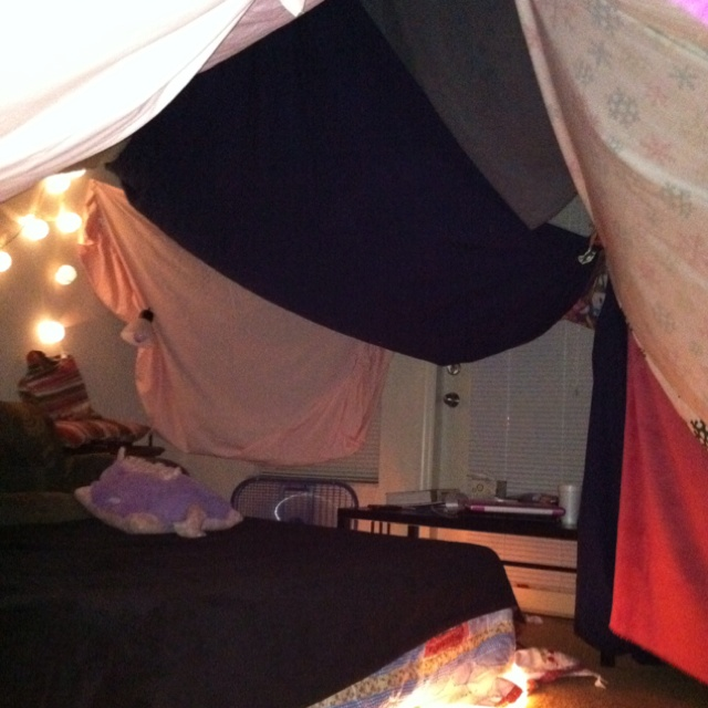 Blanket Fort u003c3 & 53 best Forts images on Pinterest | Blanket forts Caves and ...