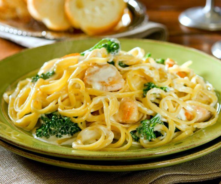 Piept de pui cu broccoli în sos Alfredo | Retete culinare - Romanesti si din Bucataria internationala