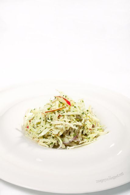 salatka z kapusty pesto