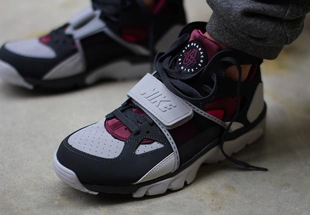 "Nike Air Trainer Huarache ""Fireberry"""