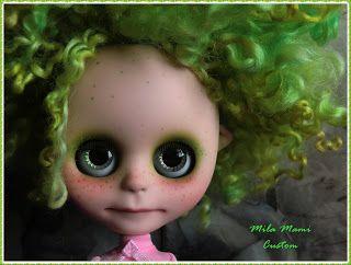 Mila Mami Custom: Custom Work / Mis trabajos -- I love this sweet green haired blyh!