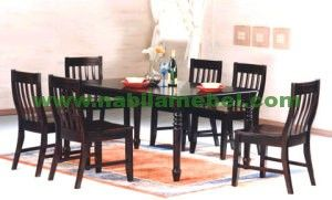 Meja Makan Minimalis Terbaru produk furniture mebel jepara yang diproduksi dengan bahan baku kayu jati berkualitas.