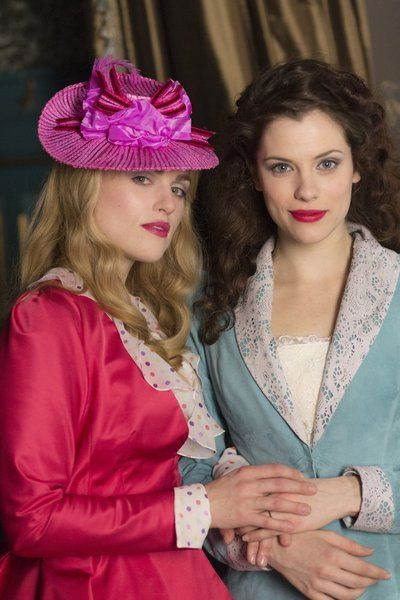 Still of Jessica De Gouw and Katie McGrath in Dracula