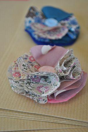 Des fleurs en liberty à décliner sur les bracelets, les chaussures ..... des petites filles du cortège
