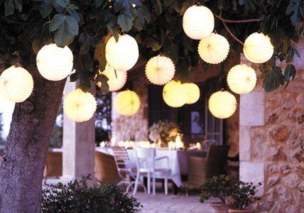 Stimmungsvolles Sommerfest: Papier-Lampions von Rabe-Versand, www.rabeversand.de