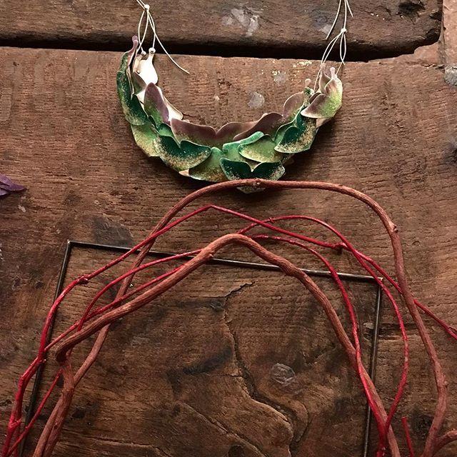 #fermentingjewelry #gioiellinfermento #inspired #studiojewelry award #callforentries link in bio  #anotherkindofjewellery #gioiellocontemporaneo #artjewelry #competition #gioielliinfermento #artsandcrafts #craftprize #contemporary #functionalart #wearableart #wearableobject #madeinitaly #emiliahills #artevino #inemiliaromagna . . . . #uniquepiece works by Rosa Nogués and Miriam Mirna Korolkovas  #necklaces