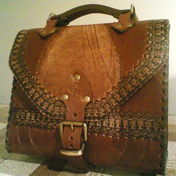 """Авторская женская сумка """"Конверт"""" из натуральной кожи. Ручная работа, с ремешком через плечо, чеканка по коже."""