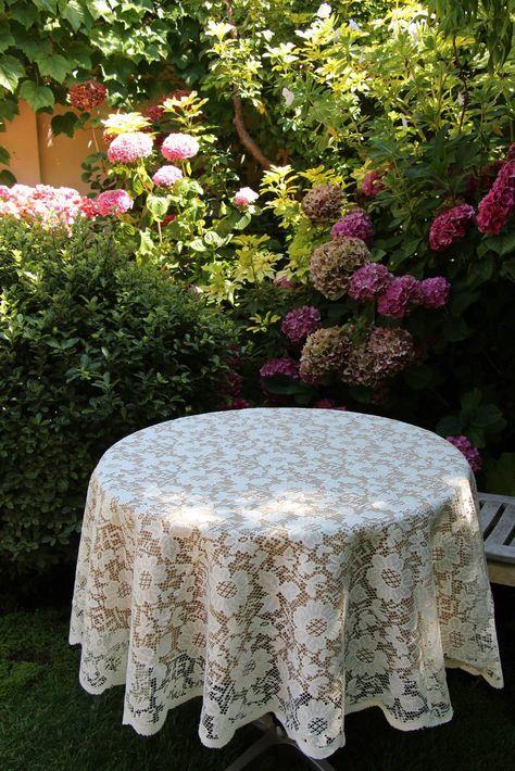 Havana Faux Burlap tablecloth and Lace Overlay #LoveMyLinens #PremierTableLinens http://premiertablelinens.com/default/lace-tablecloths