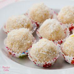 Trufe raw cu cocos si lamaie / Raw lemon & coconut truffles - Madeline's Cuisine
