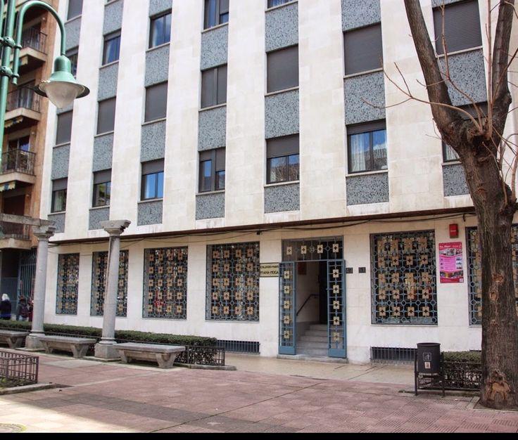 Colegio Mayor Ana Mogas en el Paseo de los Carmelitas de Salamanca, una de las residencias femeninas más acreditadas de los años 70,  al igual que el Amor de Dios, Blanquerna, Santa Rosa de Lima, María de los Ángeles etc...