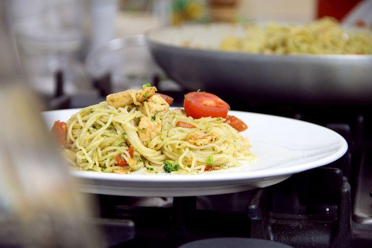 I modelson ci hanno cucinato uno di quei piatti buoni e sani: gli spaghetti broccoli e pollo.