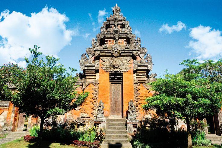 Museum Bali Denpasar adalah salah satu museum di Denpasar Bali yang akan mengajak Dolaners untuk mengenal sejarah peradapan manusia khususnya peradaban masa lalu dengan corak budaya Bali.[Photo by balitraveler.net/]