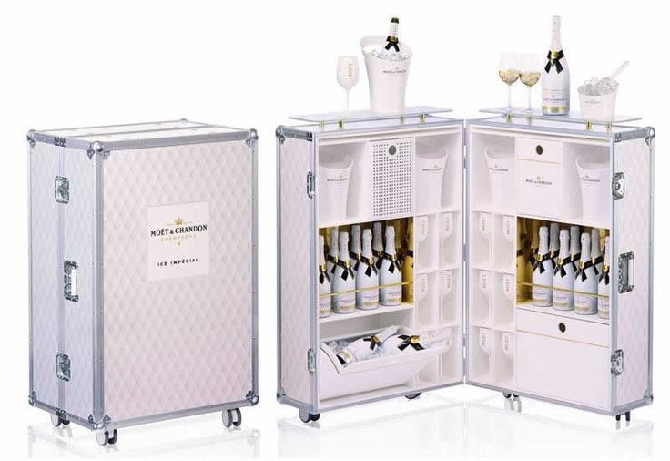 Travel in Style: Poolside Champagne Bars.