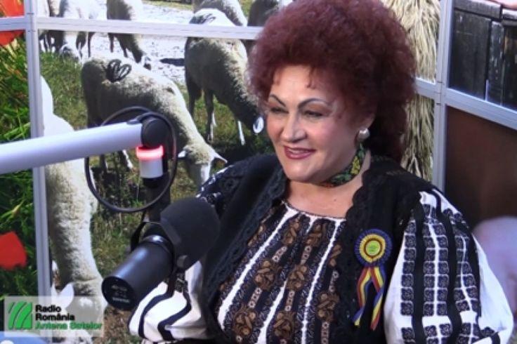 Elena Merişoreanu, povestea unei vieţi de cântec http://www.antenasatelor.ro/dialoguri-memorabile/4043-elena-merisoreanu,-povestea-unei-vieti-de-cantec.html