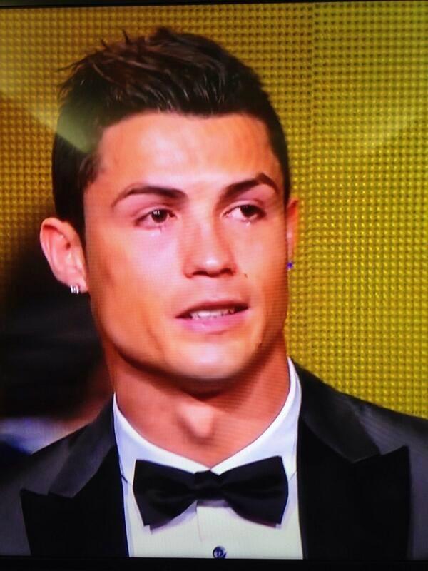 Noooo No Ronaldo no cry..... El balon de oro 2014 es para el CR7