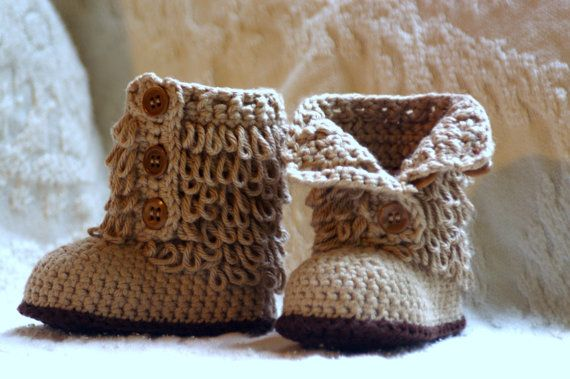 Crochet Pattern Baby Boot Furrylicious loop por TwoGirlsPatterns