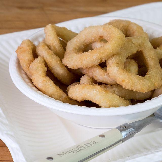 Anelli di cipolla al forno     Preparazione: 15 minuti Cottura: 18 minuti    Gli anelli di cipolla al forno, non fritti, sono per me una recente scoperta. Lo sapete, adoro tutti gli antipastini e stuz