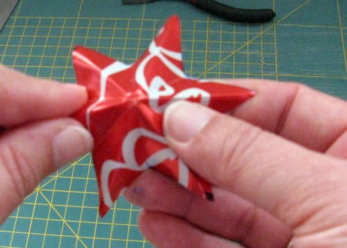 tin can stars NOW WITH TUTORIAL - MISCELLANEOUS TOPICS  http://www.craftster.org/forum/index.php?PHPSESSID=o9ku4o12tgg3pr8nmdghc3cac4=309268.0