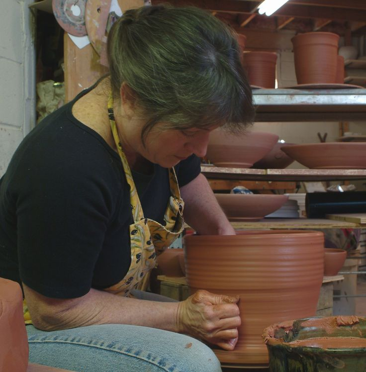 Tena Payne making pottery for her woman-owned business www.earthbornpottery.net