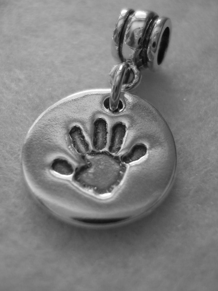 Round 'Pandora' handprint charm