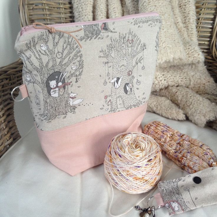 Knitting Project Bag Zipper Mothers gift Knitters gift Pink Woodsy by bedofroses on Etsy https://www.etsy.com/no-en/listing/604350569/knitting-project-bag-zipper-mothers-gift