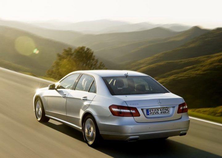 Mercedes-Benz-E-Class_2010_800x600_wallpaper_53