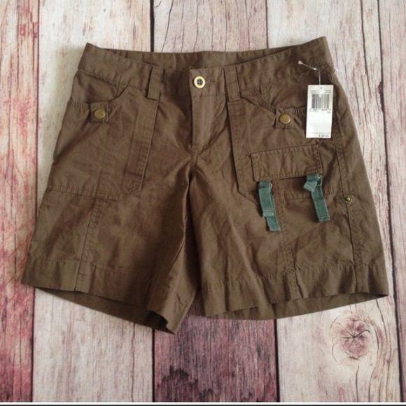 "SALE   NWT david benton buffalo //olive shorts New with tags! Olive green Buffalo/David Bitton shorts with belt loops and pockets. Size 24/0/XS, 7"" inseam, 13.5-15.5"" long.    ⭐️ No Trades. ⭐️ Buffalo Shorts"