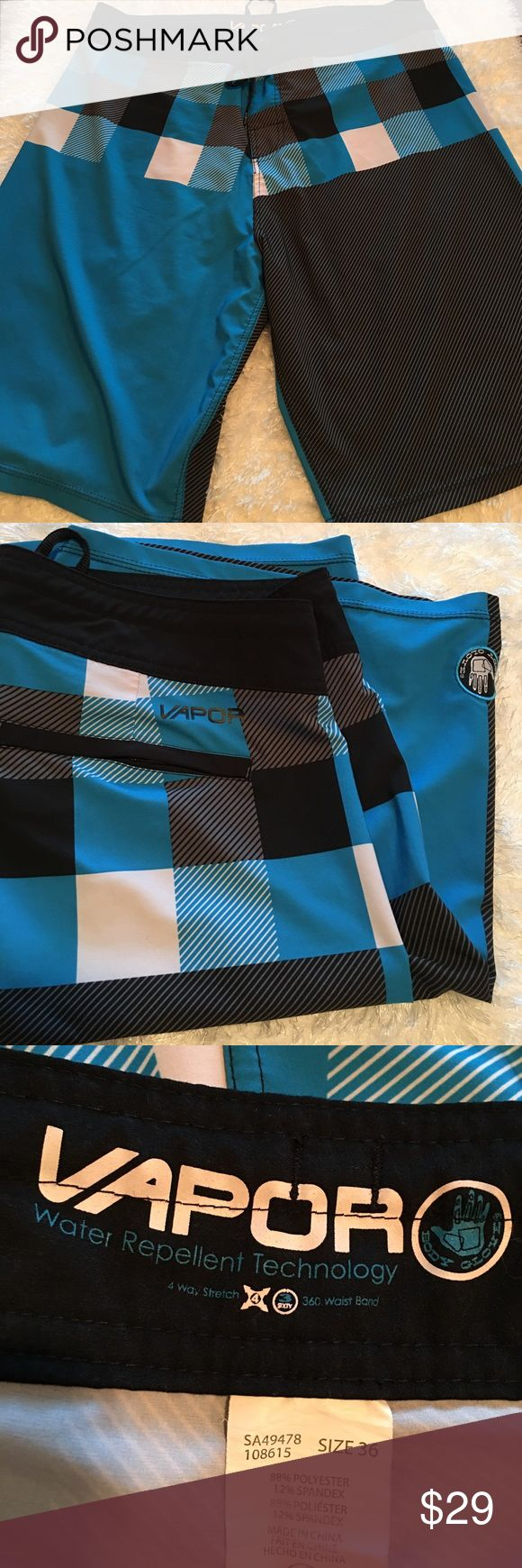 """BODY GLOVE VALOR BOARDSHORTS Valor water repellent technology in a cool design! One zipper back pocket and Velcro/tie waist. EUC. 36"""" waist, approx 10"""" inseam. Body Glove Swim Board Shorts"""