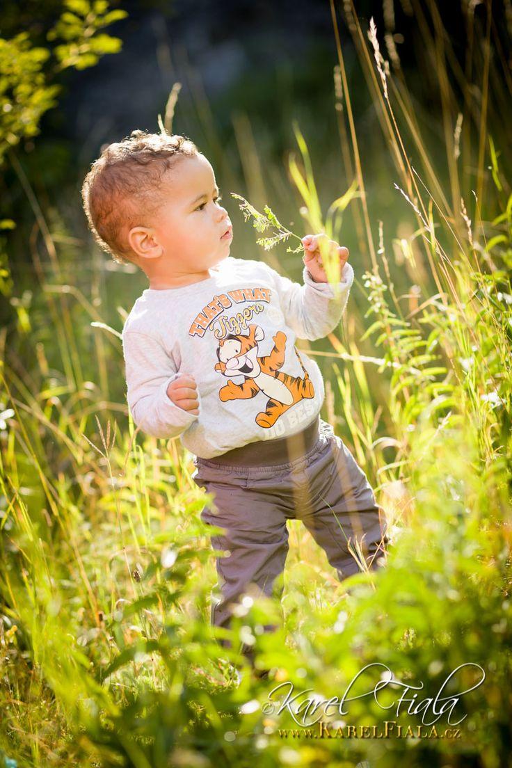 Portrétní fotografie dítěte v exteriéru