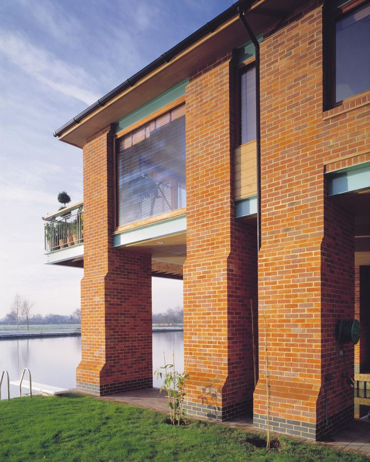 Flood Free House on River Thames