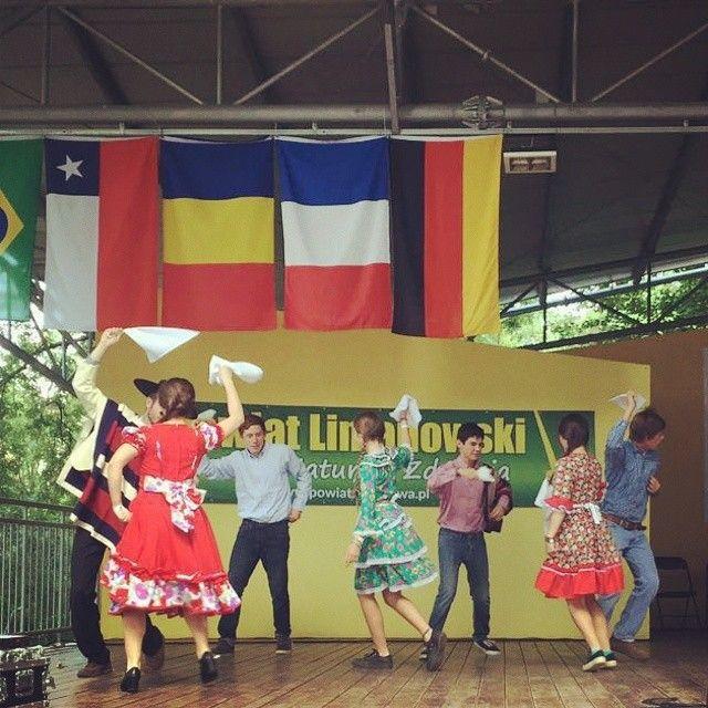 Con pie de cueca #Chile se presenta en concierto de países en #Limanowa #Polonia #Poland @jmj_esp @wydkrakow2016  #Krakow2016 #NosVemosEnCracovia