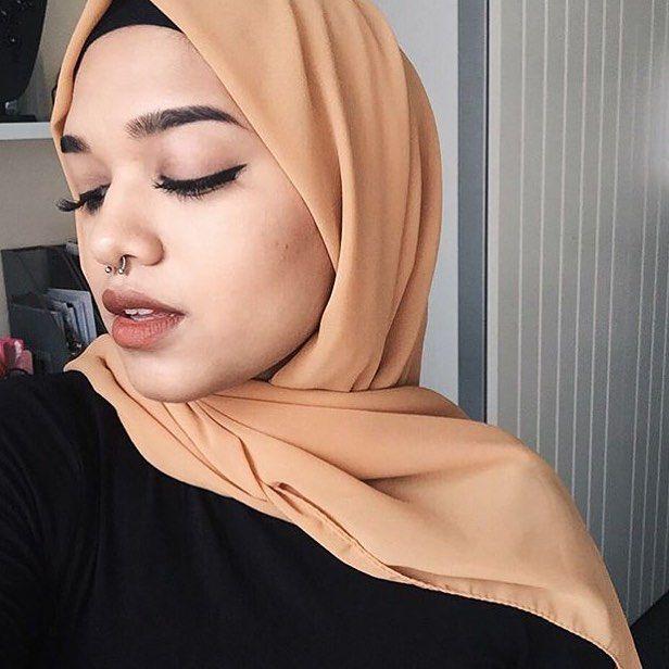 Crepe chiffon shawl inspo ✌️Detaylı bilgi için Dm den ulaşabilirsiniz.....#chiffonshawl #queenmer #hijab #saimasmileslike