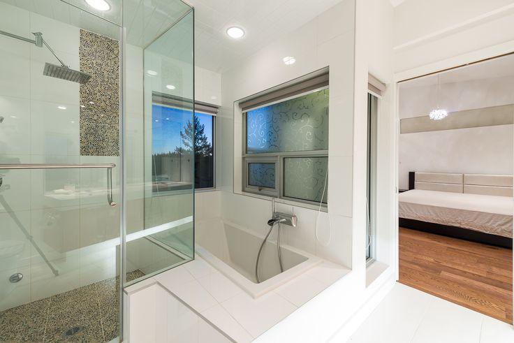 Master Ensuite Shower & Bath Tub