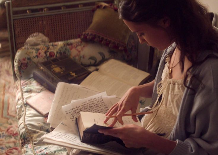 Women Reading : Photo Testament of Youth