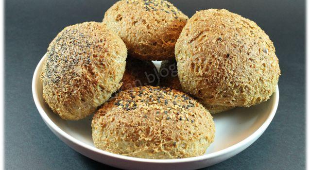 Panecillos de salvados y gluten  o PAN  JULYCAR-----------los 200 gr de salvado de avena equivalen a 20cs  35gr salv trigo--7cs  150gr gluten trigo--10cs Se puede echar 10 cs de salvado de trigo y reducir el gluten a 7cs --Segun hacemos la masa no poner a levar  --Hacer los 10 bollitos ---poner a levar hasta que doblen volumen y despues hornear