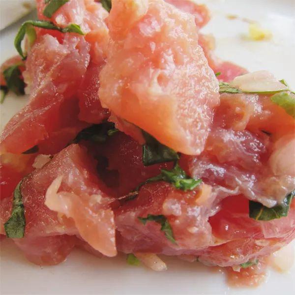 Tartare di tonno rosso con basilico e limone