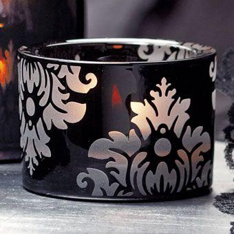 Teelichthalter Forbidden Love- Angebotspreis € 17,00 Teelichter.Mattglas mit schwarzem Sprüh-Dekor.  H: 6 cm, Ø 8 cm. Für Maxi-Teelichter und Teelichter https://petrajukl.partylite.at/Shop/Product/480