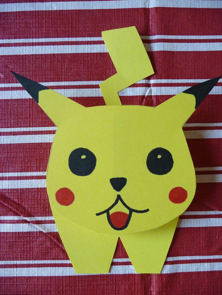 Pokémontraktatie; tussenin zit een wasknijper vastgeplakt waar je bijv. zakje chips tussen kunt vastmaken.