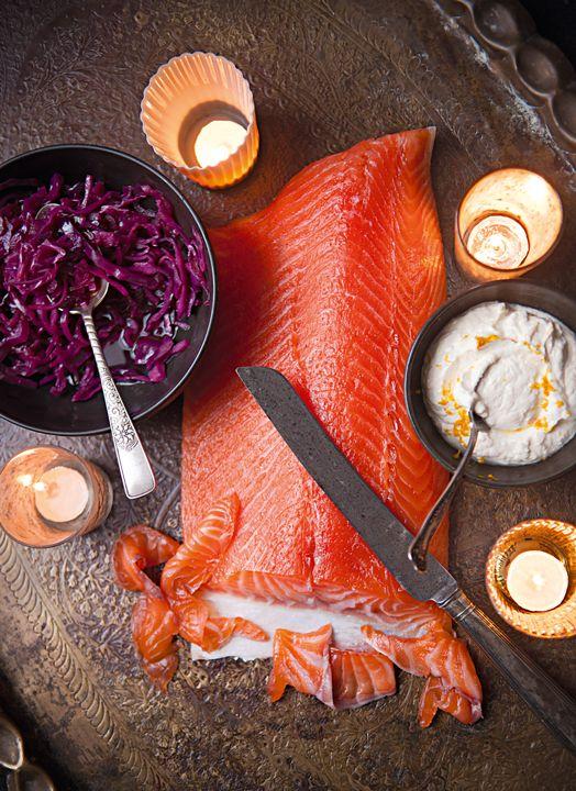 El chef Nathan Outlaw nos recomienda probar algo nuevo. Con esta receta podrás preparar un salmón para Navidad con especias.
