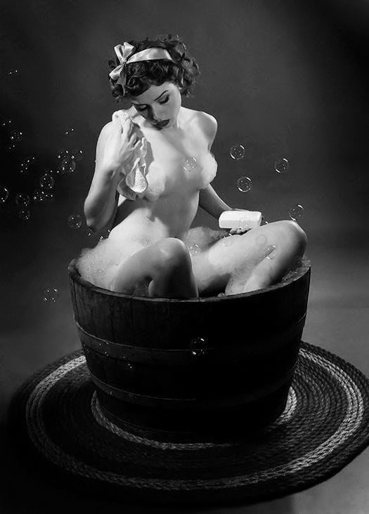Vintage wash tub pin up.. http://thepinuppodcast.com shares this image for the love of all things pin up