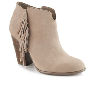 With fringed side details and a chic stacked heel, the Tempe women's bootie  from Carlos Santana® promises fierce cool-weather fashion