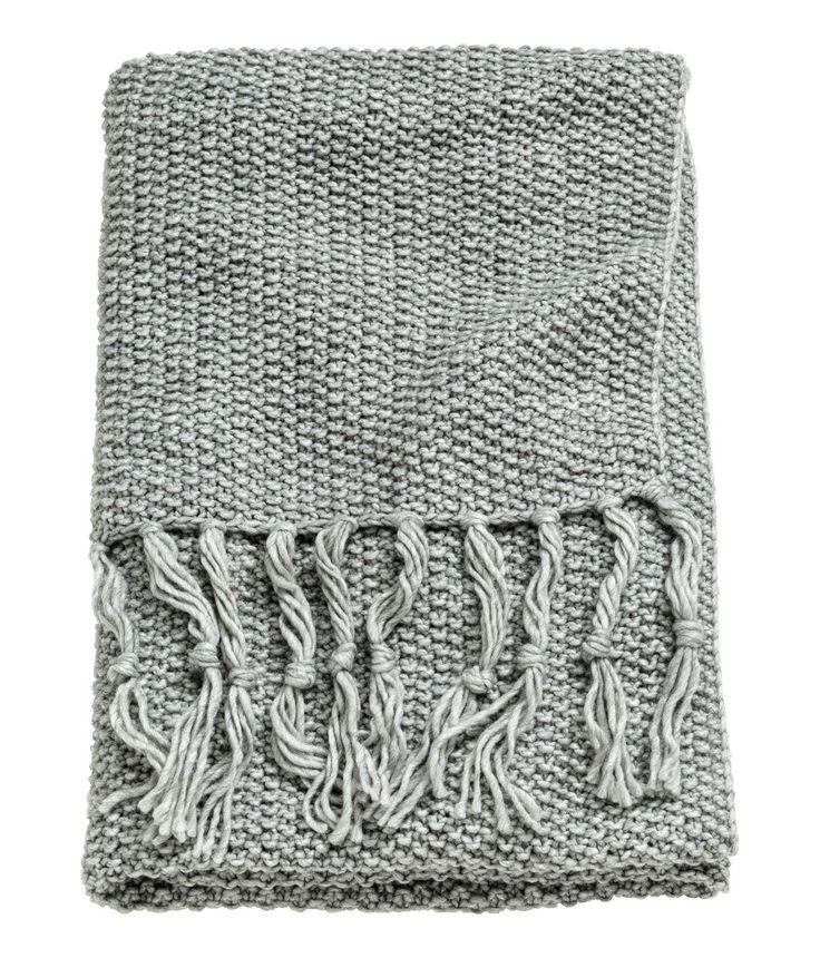 Sjekk ut dette! Et perlestrikket pledd i myk kvalitet med ull. Frynser i kortsidene. - Besøk hm.com for å se mer.