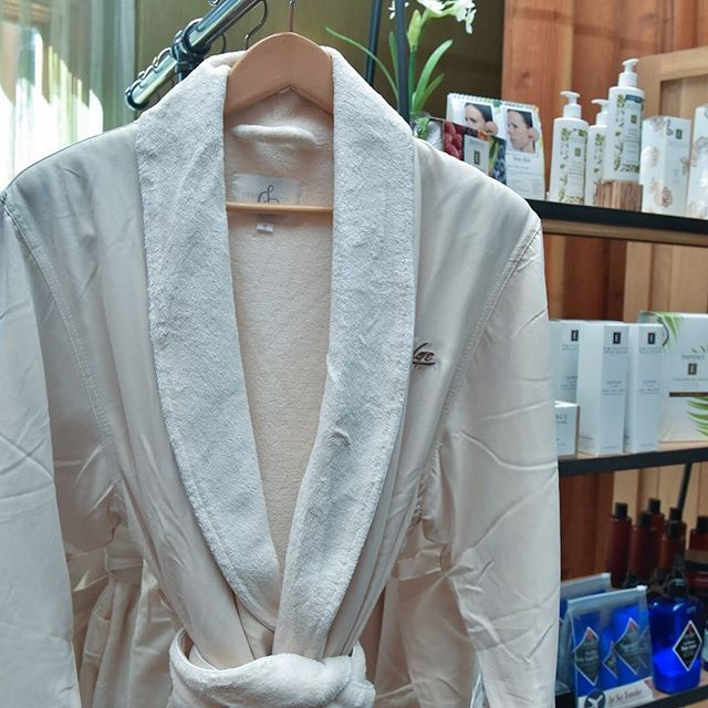 There's something about slipping into a plush robe that instantly transports you to a relaxed state of mind. Book your journey into luxury at #TheCove. #ShoreLodge #McCallIdaho #SpaDay