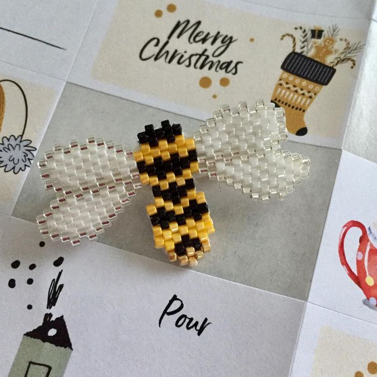 Obligé de la tisser,tellement elle est jolie l'abeille de @pauline_eline #miyuki #motifpauline_eline #tissage #brickstitch #abeille #jenfiletoujoursdesperles